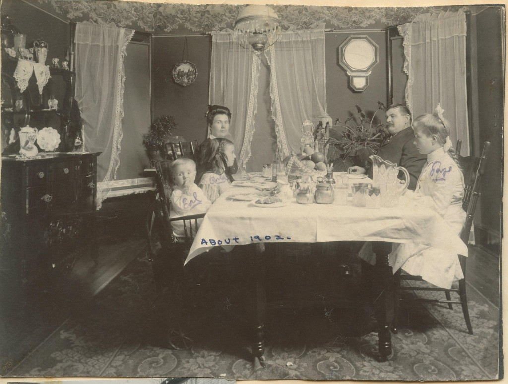 Millie and Henry Fritz having dinner with children 1902