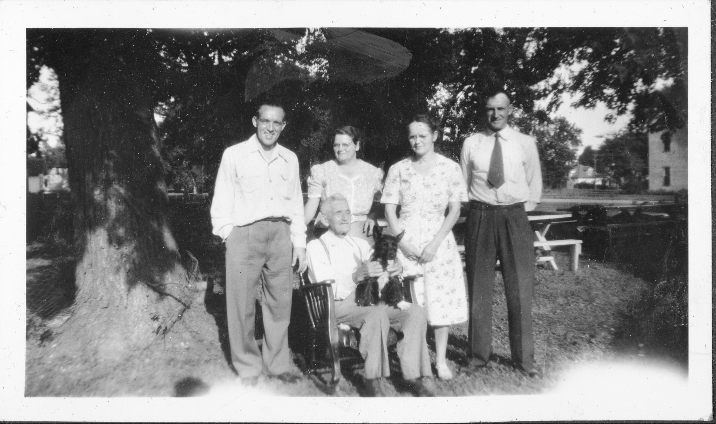 Photograph of William Benedict Fritz and His Children